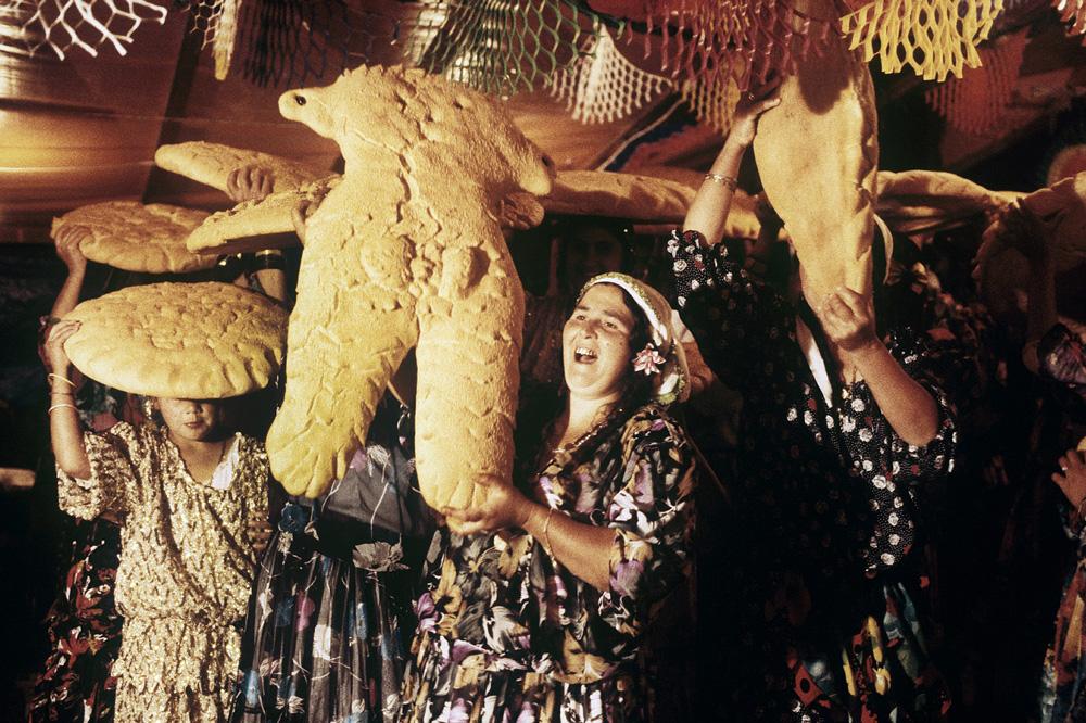 Katerina Kaloudi - Gypsy women - Lamia, Thessalia, 1991.
